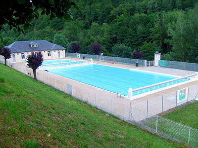 Camping cantal village vacances de lanau la piscine for Village vacances gers avec piscine
